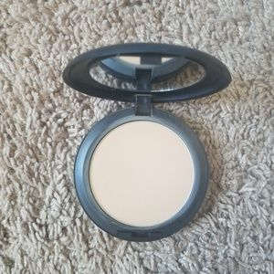 MAC Studio Fix Powder Plus Foundation NC41
